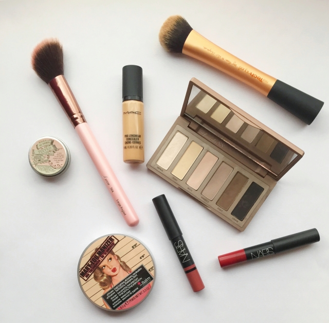 Makeup   10 Things to do When Bored